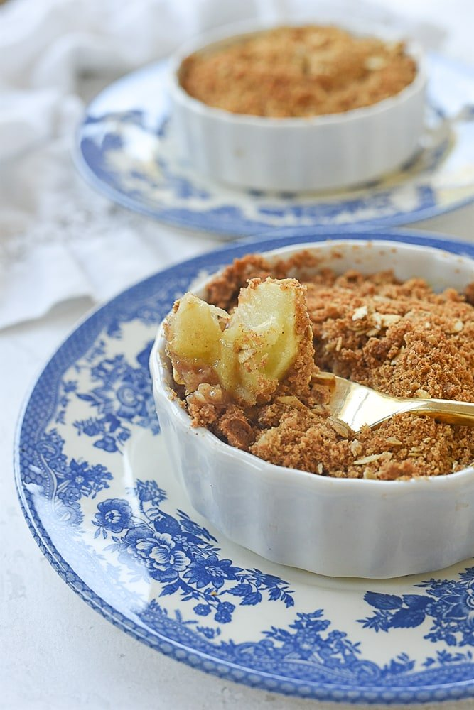 apple crisp with a spoon