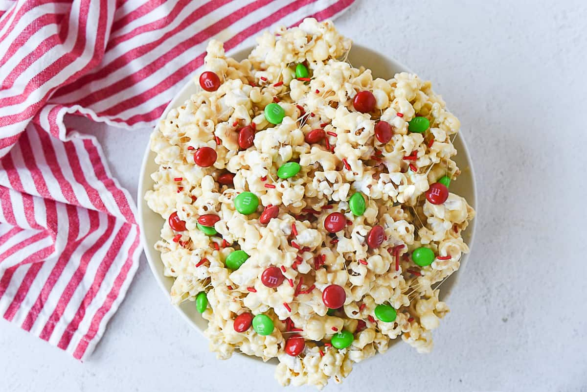 Christmas popcorn with M & M's