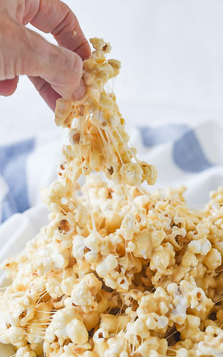 hand full of marshmallow popcorn