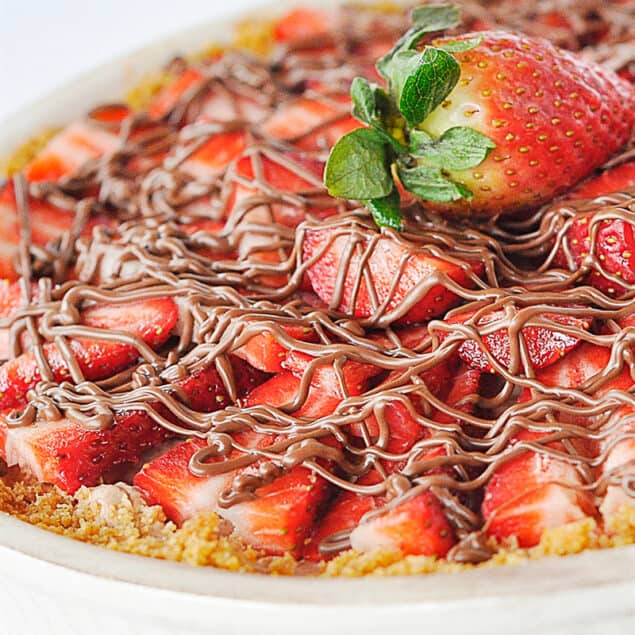 strawberry chocolate pie with drizzle on top