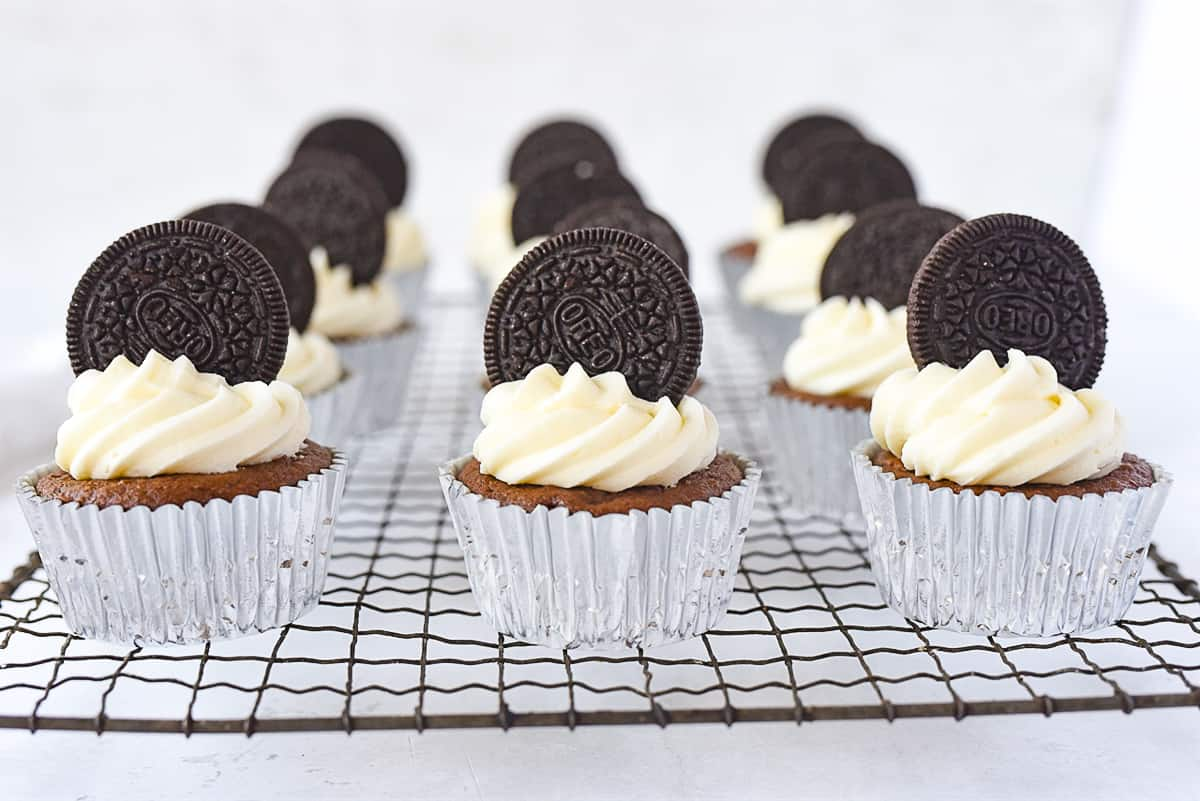 Oreo Cupcakes with frosting on top