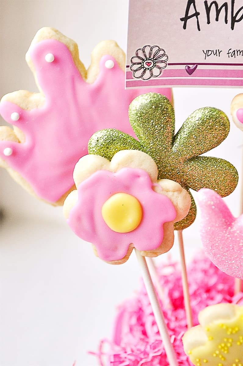 flower cookies in a cookie bouquet