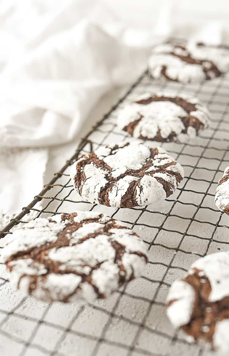 crinkle cookies on a cooling rack