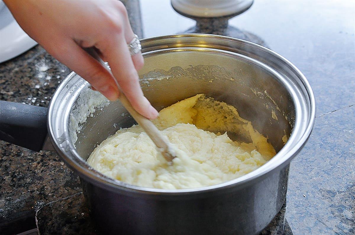 cooking eclair dough