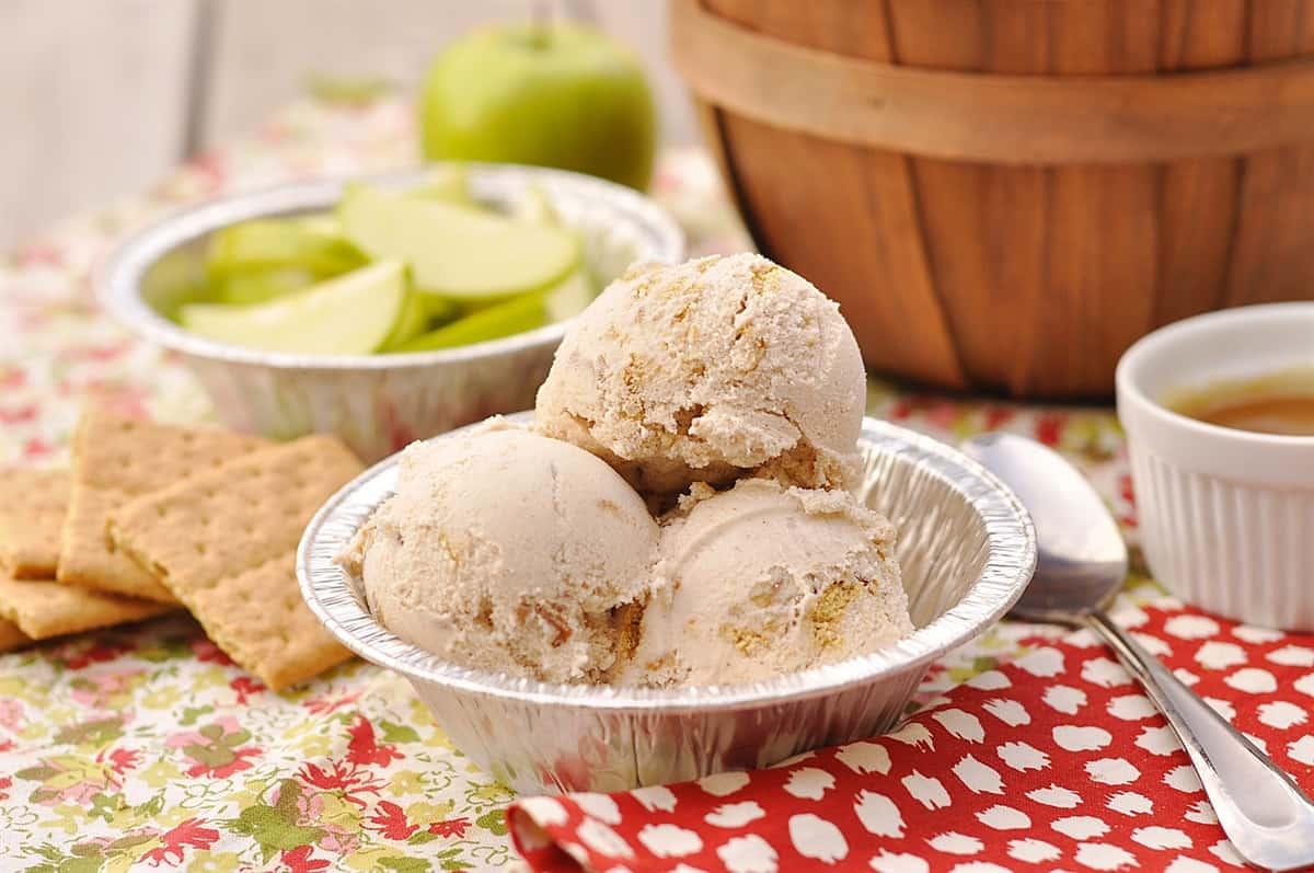 3 scoops of apple pie ice cream