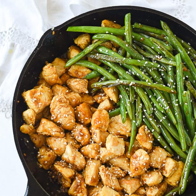 stirfry chicken and green beans in pan